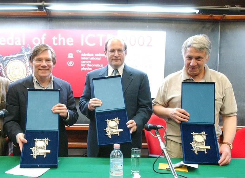 Alan Guth, paul Steinhardt y Andrei Linde