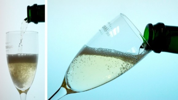 Dibujo20140805 Photographs vertical and tilted flute pouring - champagne - j phys chem b