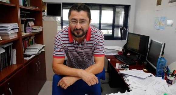 Dibujo20160622 francisco villatoro en su despacho en la universidad de malaga saberuniversidad es javier albinana