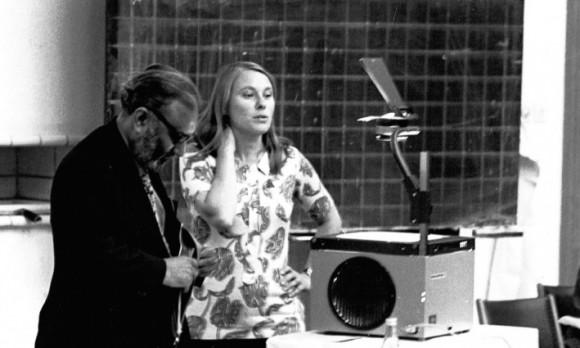 Dibujo20170208 1976 Mary K Gaillard and Abdus Salam at Int Neutrino Conf Aachen Germany