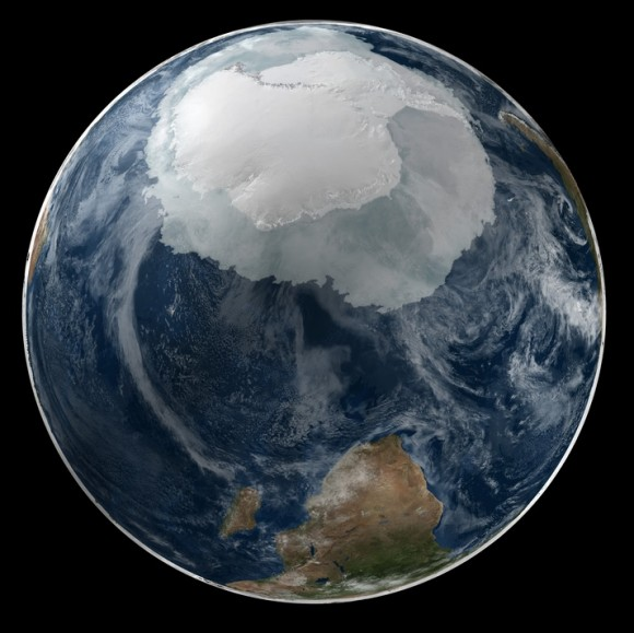 Dibujo20141119 earth - full antarctic region visible - nasa - image composition