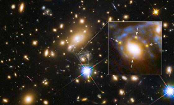 Dibujo20150916 MACS J1149 2223 Einstein cross - HST NASA ESA - materia oscura - alberto casas - rba