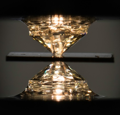 El primer superconductor a temperatura ambiente pero a una presión enorme